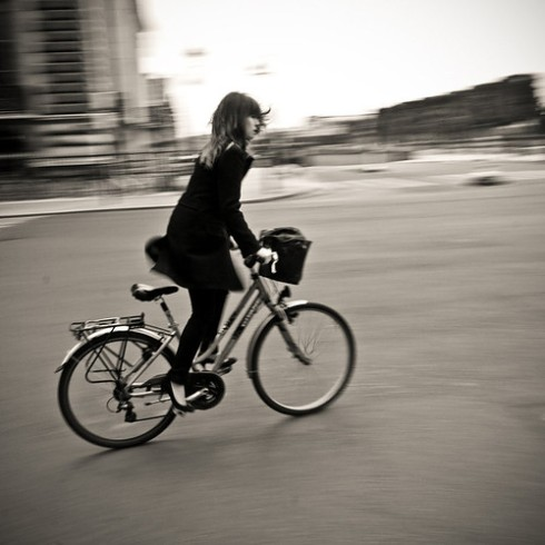 bikegirlwbphotographydarkhaired-5116bea34ee15db74cbd69095a1c42f7_h